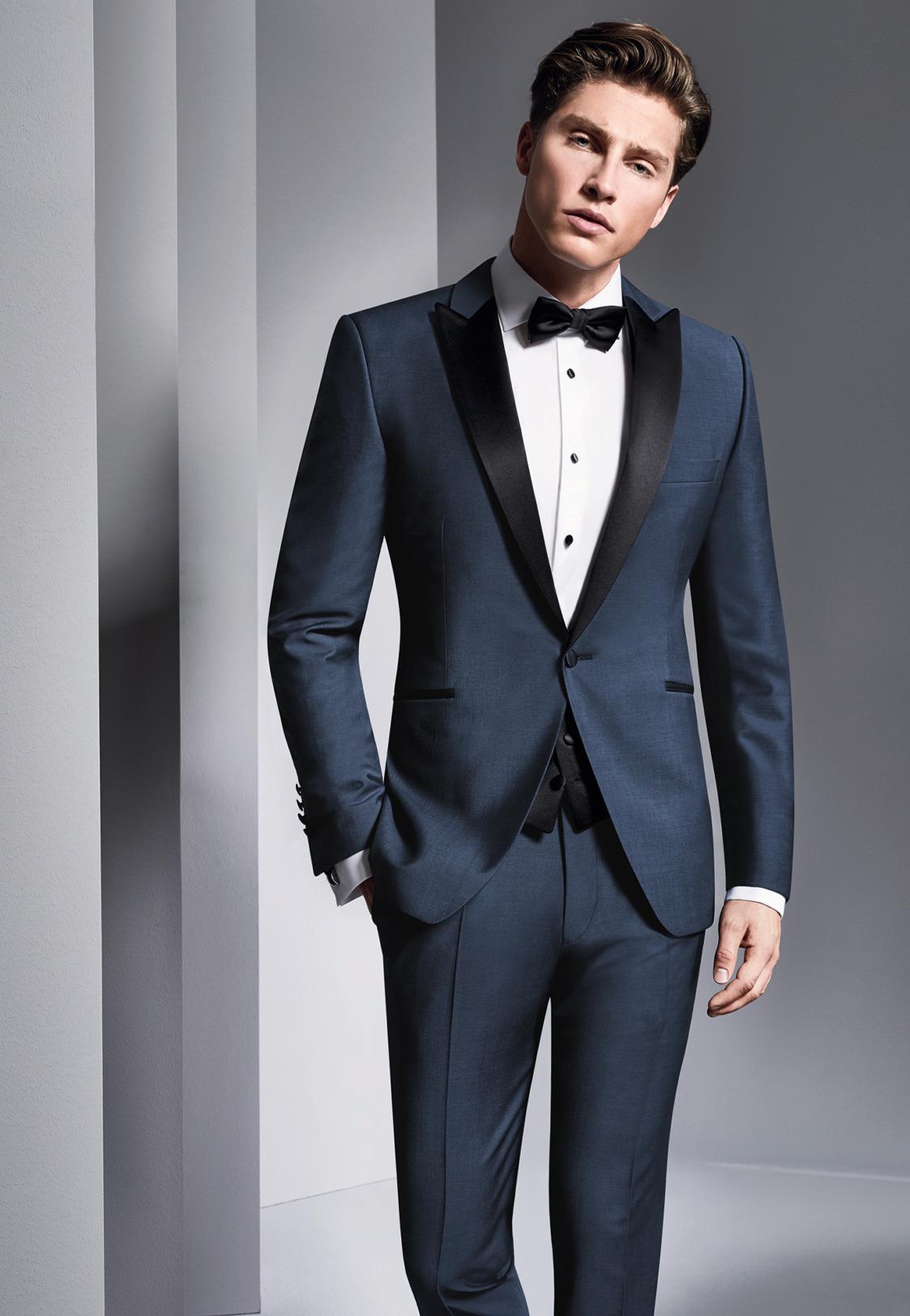Wilvorst Hochzeitsanzug Männer Mode Anlass Bräutigam klassisch Smoking dunkelblau mit schwarzem Satin Revers Einknopf weisses Smokinghemd und schwarze Fliege