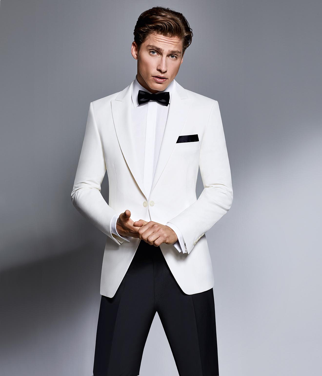 Wilvorst Hochzeitsanzug Männer Mode Anlass Bräutigam klassisch weisses Dinnersakko mit weissem Hemd und schwarzer Fliege Einkopf tailliert