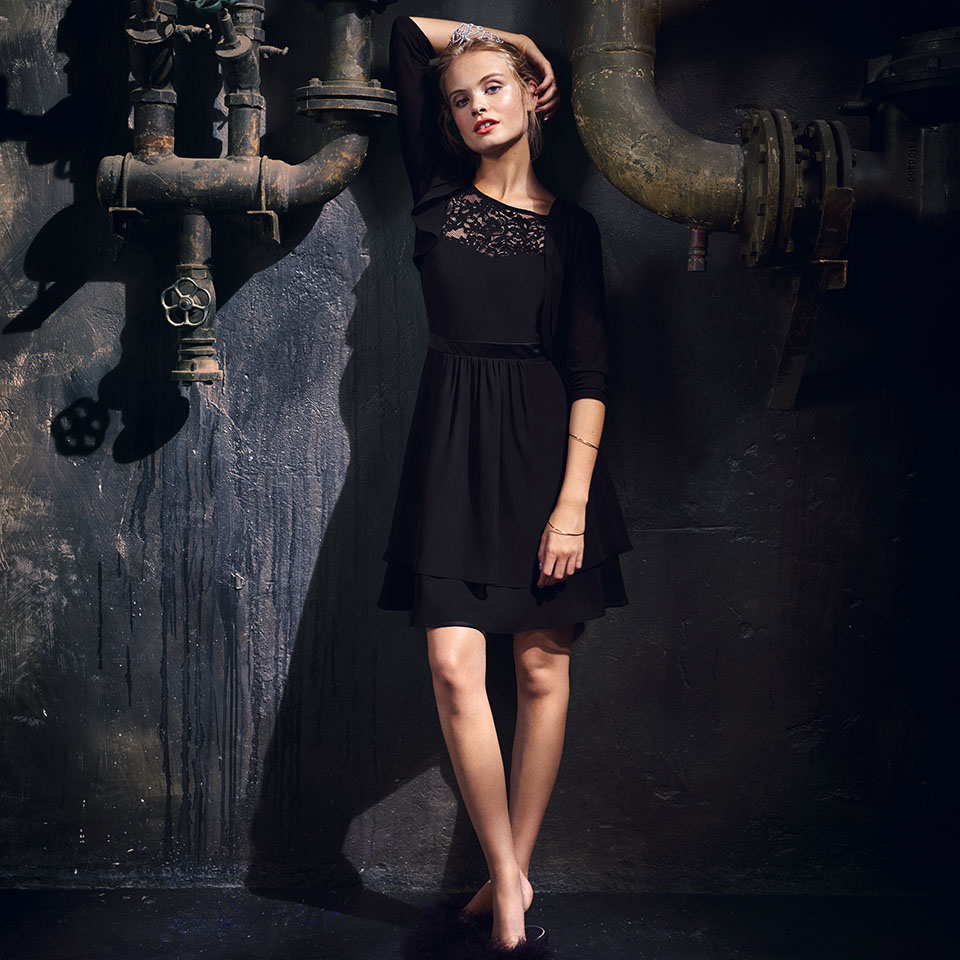 Konfirmation Abendkleider Vera Mont VM schön ausgefallen jung schwarz Oberteil mit Spitze Chiffonrock kurzes Kleid mit Bolero Jacke