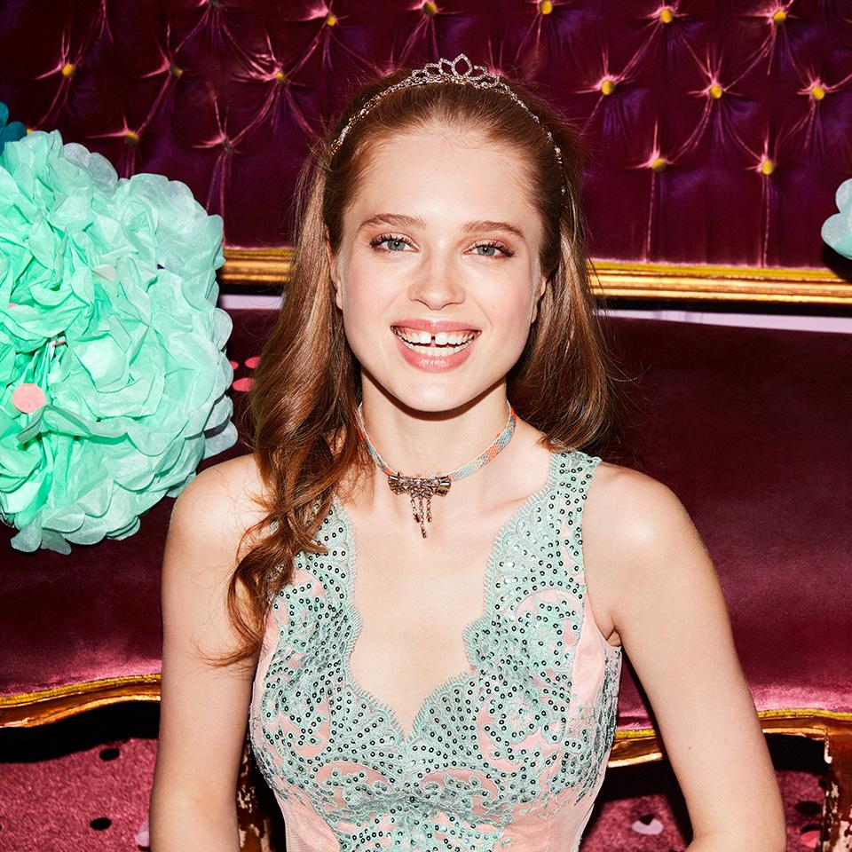 Abiball Abendkleider Ballkleider Vera Mont VM schön ausgefallen jung glitzer mauve nude rose grün Tüll V-Ausschnitt