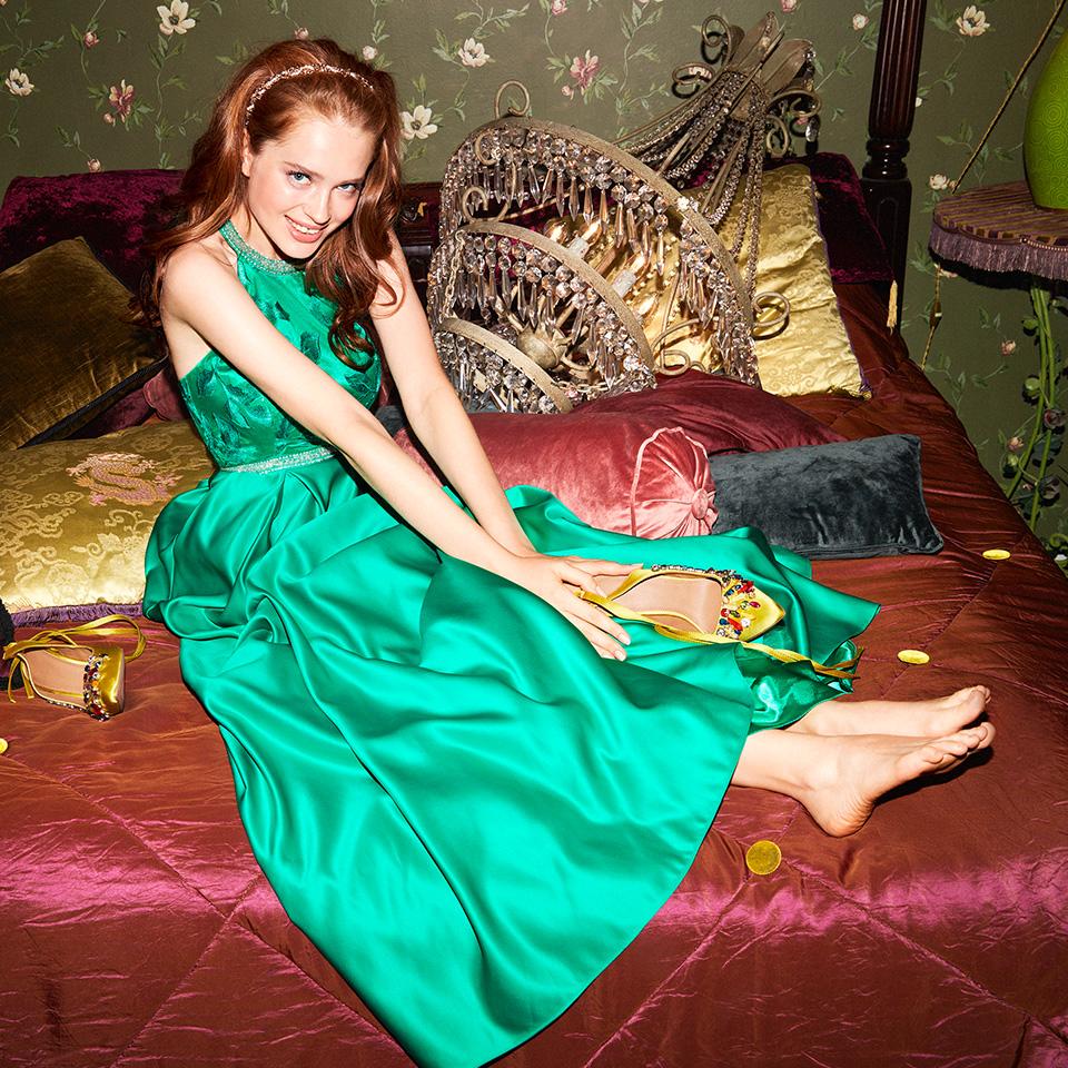 Abiballkleid lang in Smaragd. Ein Ballkleid als Neckholder von Vera Mont VM schön ausgefallen jung glitzer jade grün Neckholder Satin lang Taillengürtel - 2