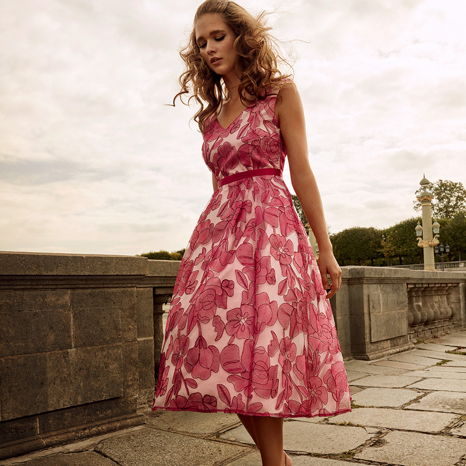 Anlass Kleid Damen Eltern Kommunion Konfirmation Abiball Festmode für Damen Vera Mont Blumendruck rot rose kurz mit V-Auschnitt