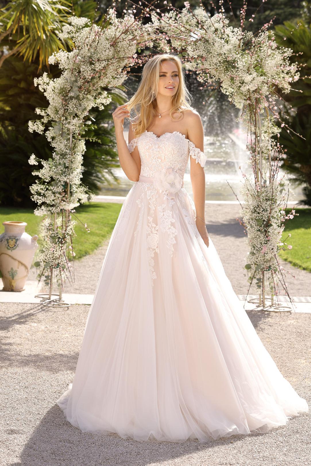 Brautkleider Hochzeitskleider in klassischer A Linie von Ladybird Modell 421028 mit feinsten Spitzen Applikationen am Oberteil Corsagenkleid mit off Shoulder Trägern