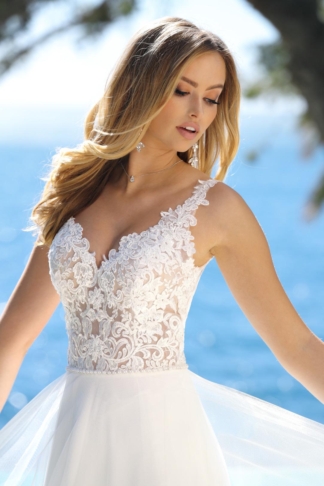 Brautkleider Hochzeitskleider Ladybird Empire Stil Style Form Spitze lang schlicht Vintage mit V Ausschnitt Spitzen Träger Chiffon Rock Nahaufnahme vorne