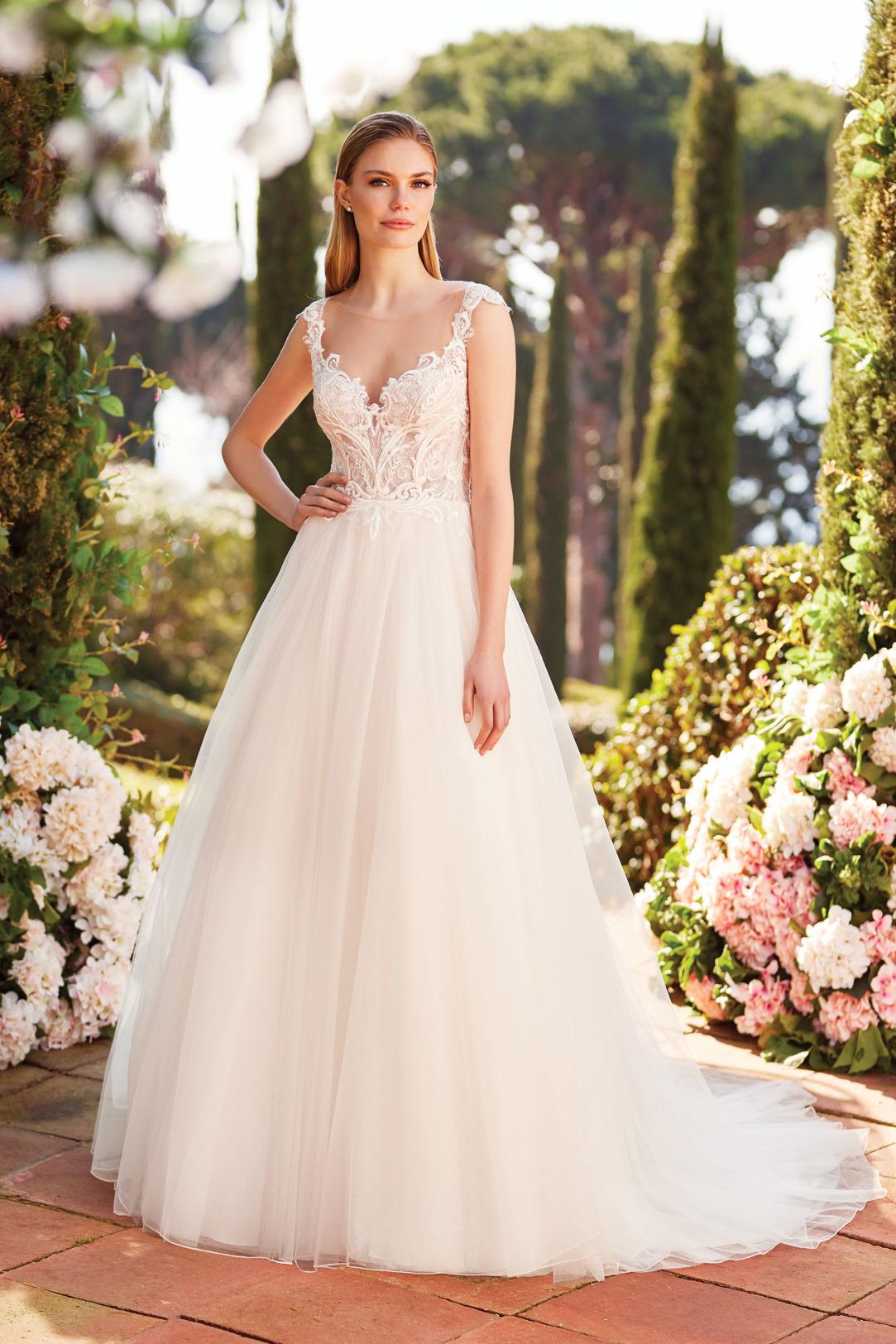 Brautkleider Hochzeitskleider Sincerity aufwendiger Prinzessinnenstil Stil Style Form Applikationen aus Spitze Strass Glitzer V-Ausschnitt lange Schleppe weiter Tüll Rock