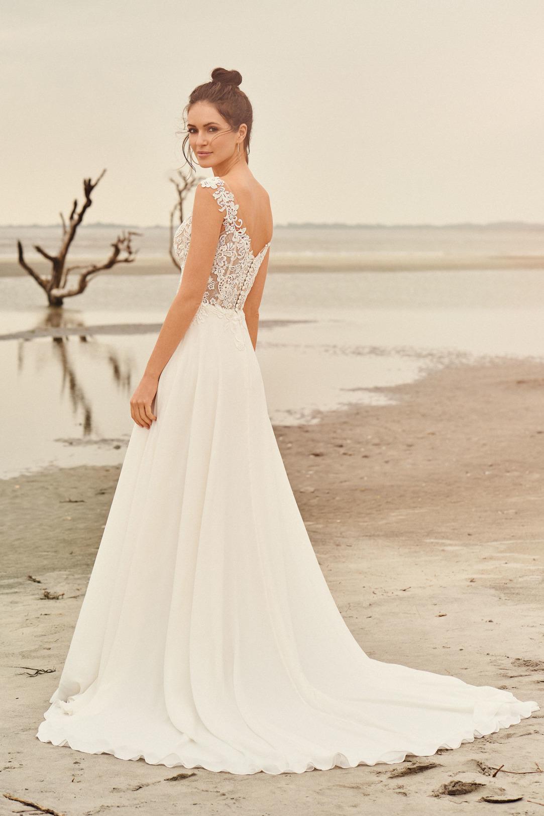 Brautkleider Hochzeitskleider Lilian West Empire Stil Style Form Spitze lang schlicht Vintage mit V Ausschnitt transparent Look mit Chiffon Rock kleine Schleppe Seitenansicht hinten