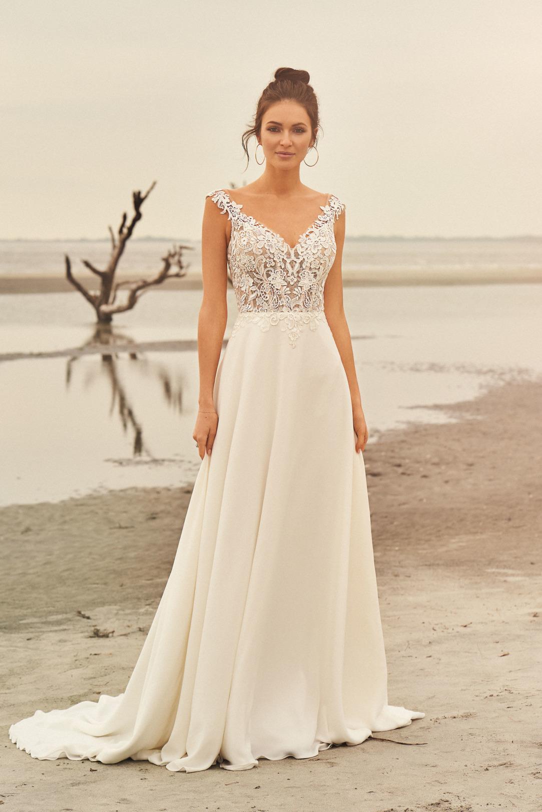Brautkleider Hochzeitskleider Lilian West Empire Stil Style Form Spitze lang schlicht Vintage mit V Ausschnitt transparent Look mit Chiffon Rock kleine Schleppe