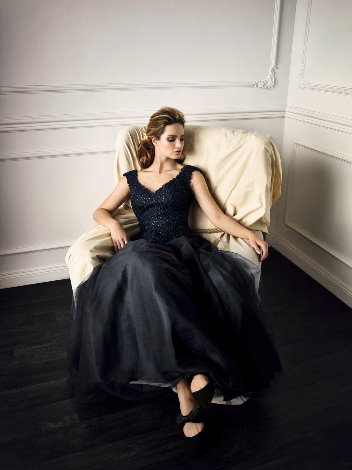 Vera Mont Kleid Anlass Mode Hochzeit Festmode Damen für Eltern mit V-Ausschnitt glitzer Abendkleid festlichTüllrock dunkelblau navy blau