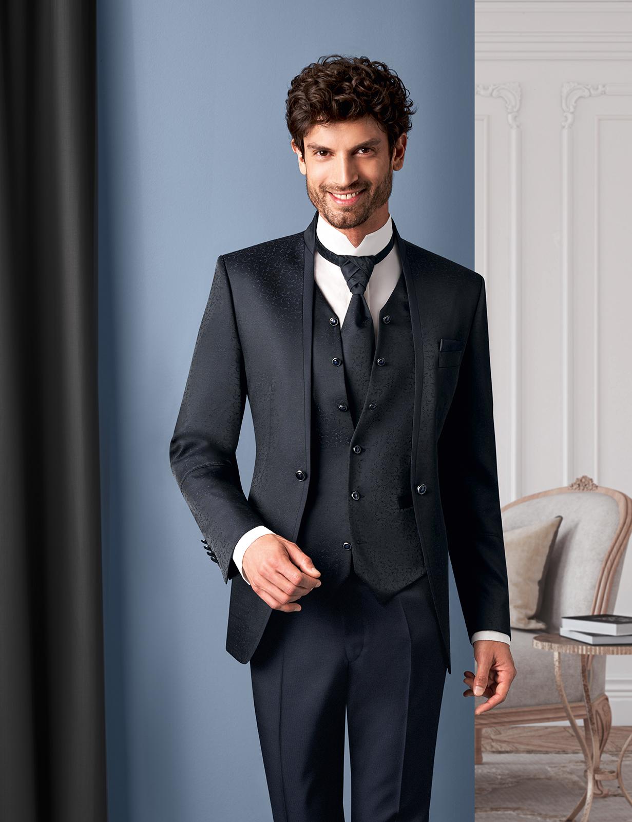 Wilvorst Tziacco Hochzeitsanzug Männer Mode Bräutigam extravagant dunkelblau mit Weste schmaler Stehkragen weisses Hemd Stehkragen
