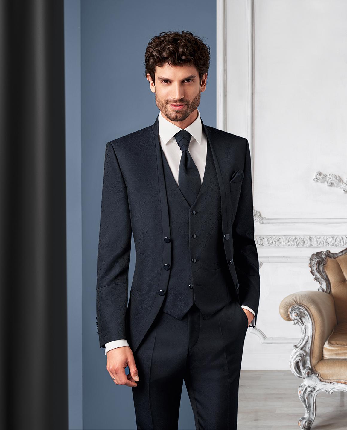 Wilvorst Tziacco Hochzeitsanzug Männer Mode Bräutigam extravagant schwarz gemustert mit Weste schwarz schmaler Stehkragen Jabot