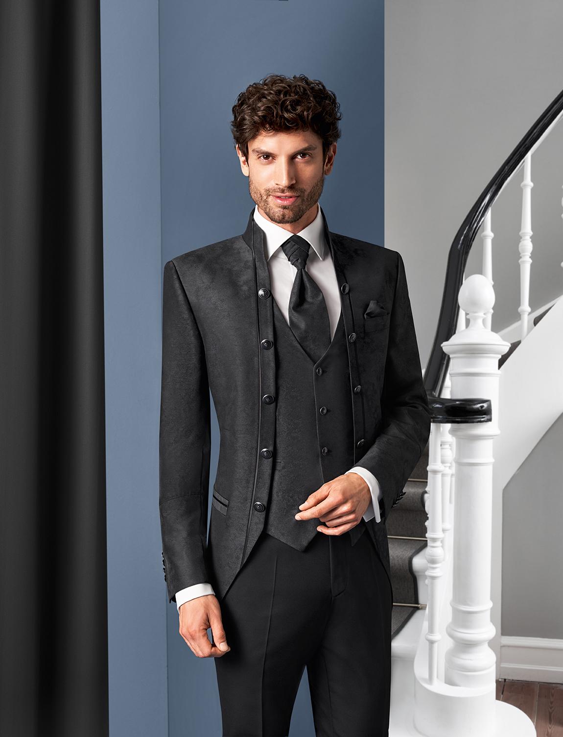 Wilvorst Tziacco Hochzeitsanzug Männer Mode Bräutigam extravagant dunkelgrau anthrazit Stehkragen Jabot