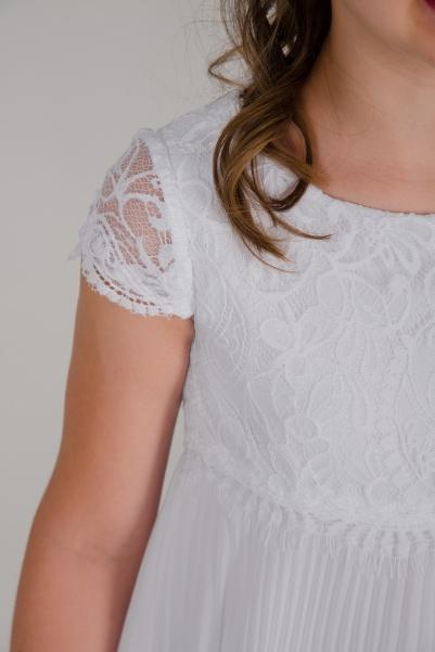 Weise Kinder Kommunion Mode Kleid Mädchen weiß plissierter Faltenrock Spitzenoberteil mit kleinem Ärmel Nahaufnahme