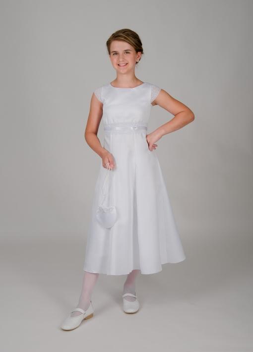 Weise Kinder Kommunion Mode Kleid Mädchen weiß mit kleinem Ärmel aus Spitze Nahaufnahme Spitzeneinsatz in Taille mit Satinband mit Tasche