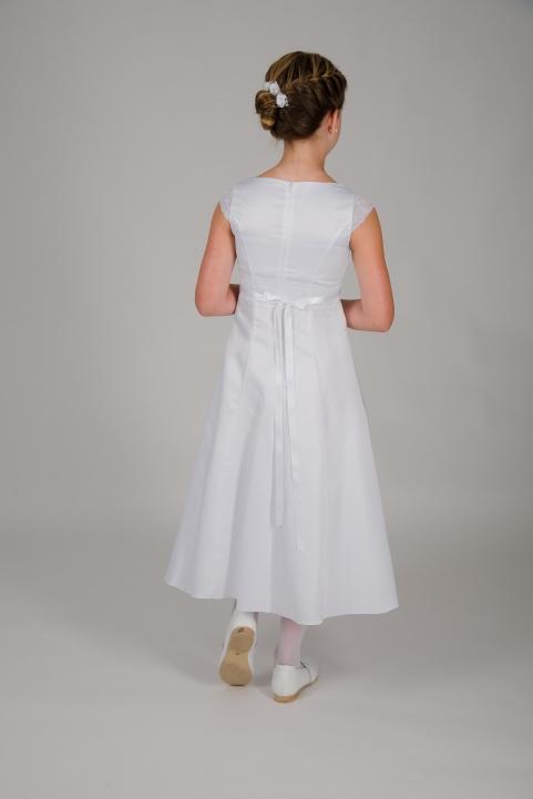 Weise Kinder Kommunion Mode Kleid Mädchen weiß mit kleinem Ärmel aus Spitze Nahaufnahme Spitzeneinsatz in Taille mit Satinband Rückansicht