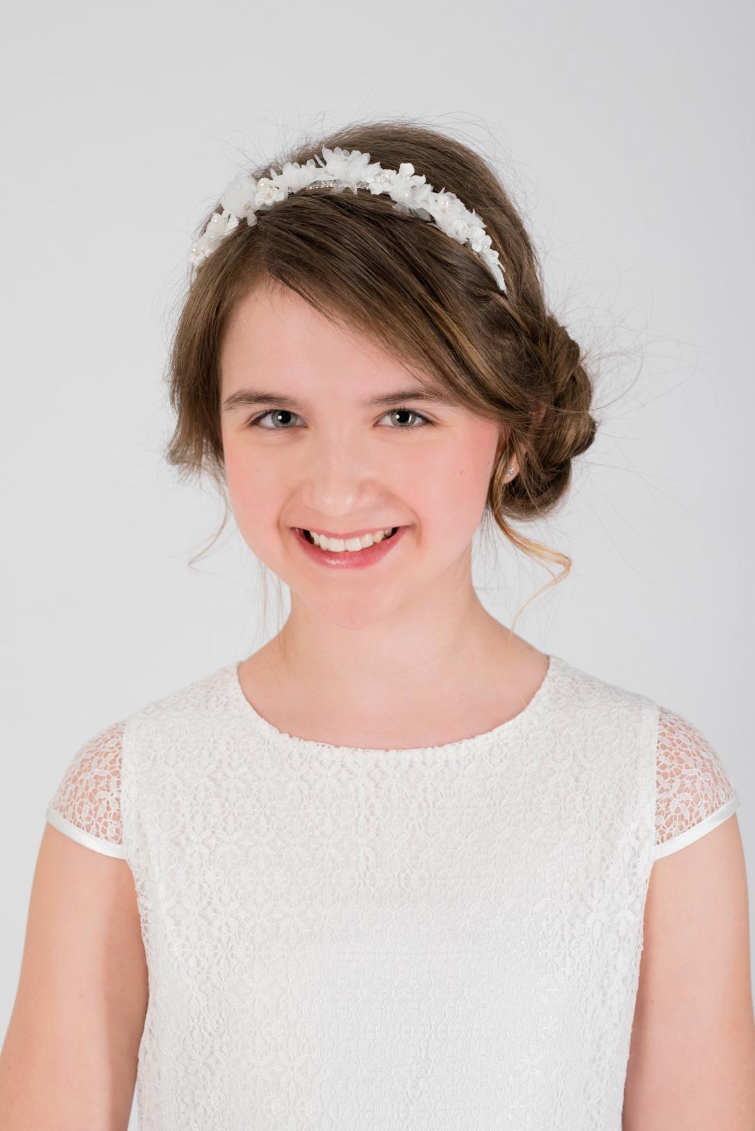 Weise Kinder Kommunion Mode Kleid Mädchen weiß kleiner Ärmel mit Spitzenoberteil Haarreifen mit Blüten