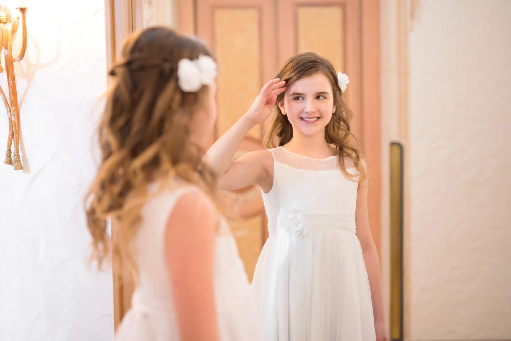 Weise Kinder Kommunion Mode Kleid Mädchen weiß ohne Ärmel Tüll mit Pünktchen Kopfschmuck Blüte