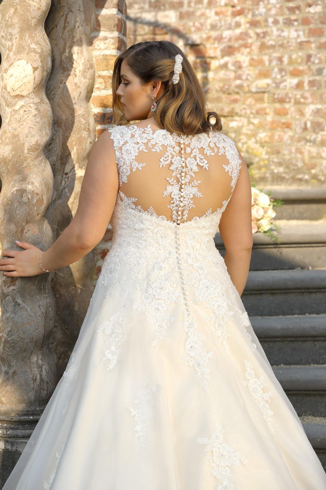 Brautkleider Hochzeitskleider Mode A Linie mit V Ausschnitt Ladybird grosse Grösse plus size Tatoo Spitze Rock mit Schleppe Rückenansicht