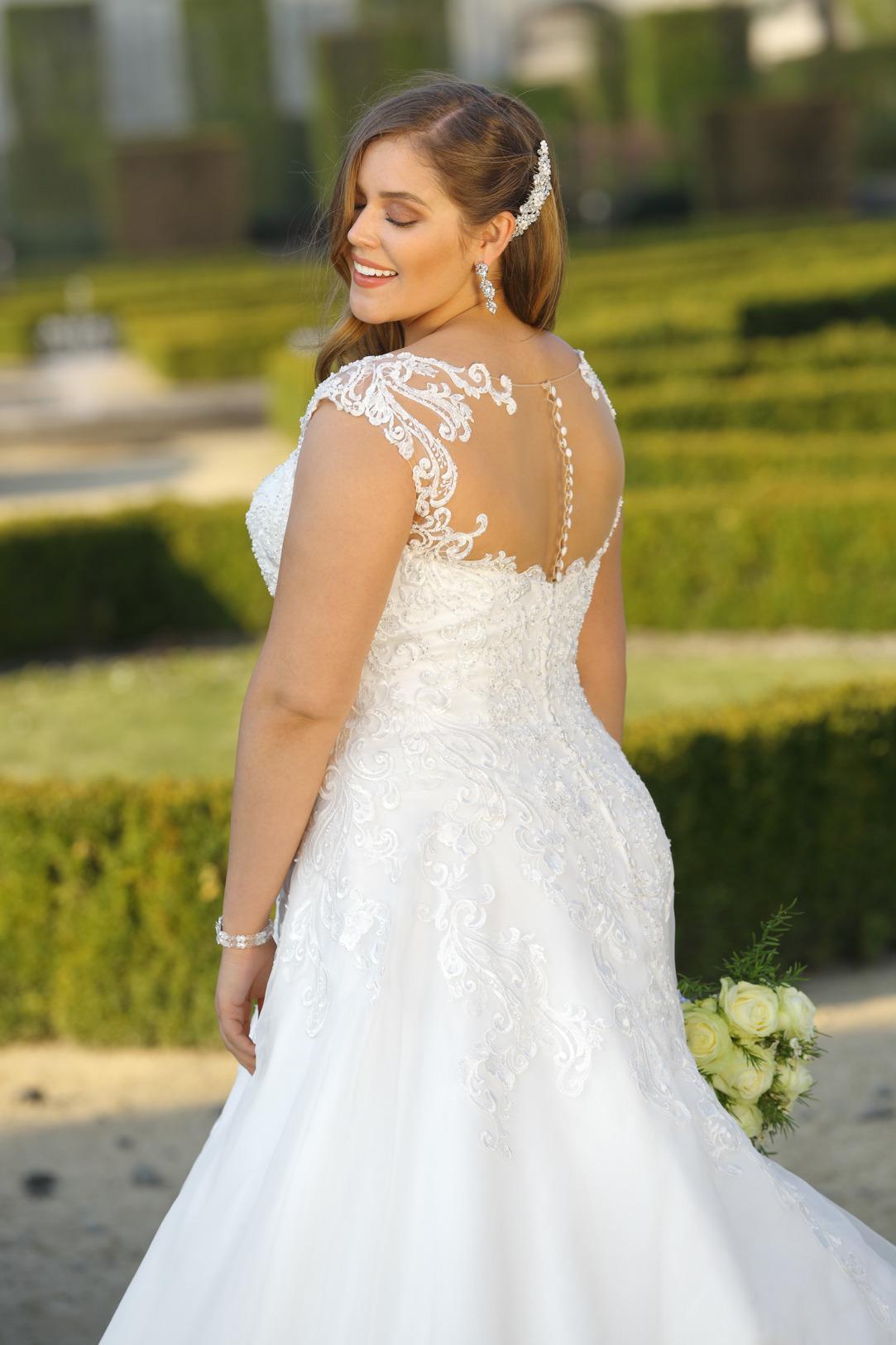 Brautkleider Hochzeitskleider Mode Meerjungfrau Stil Ladybird grosse Grösse plus size Tatoo Spitze Rock mit Schleppe fit and flare Rückenansicht