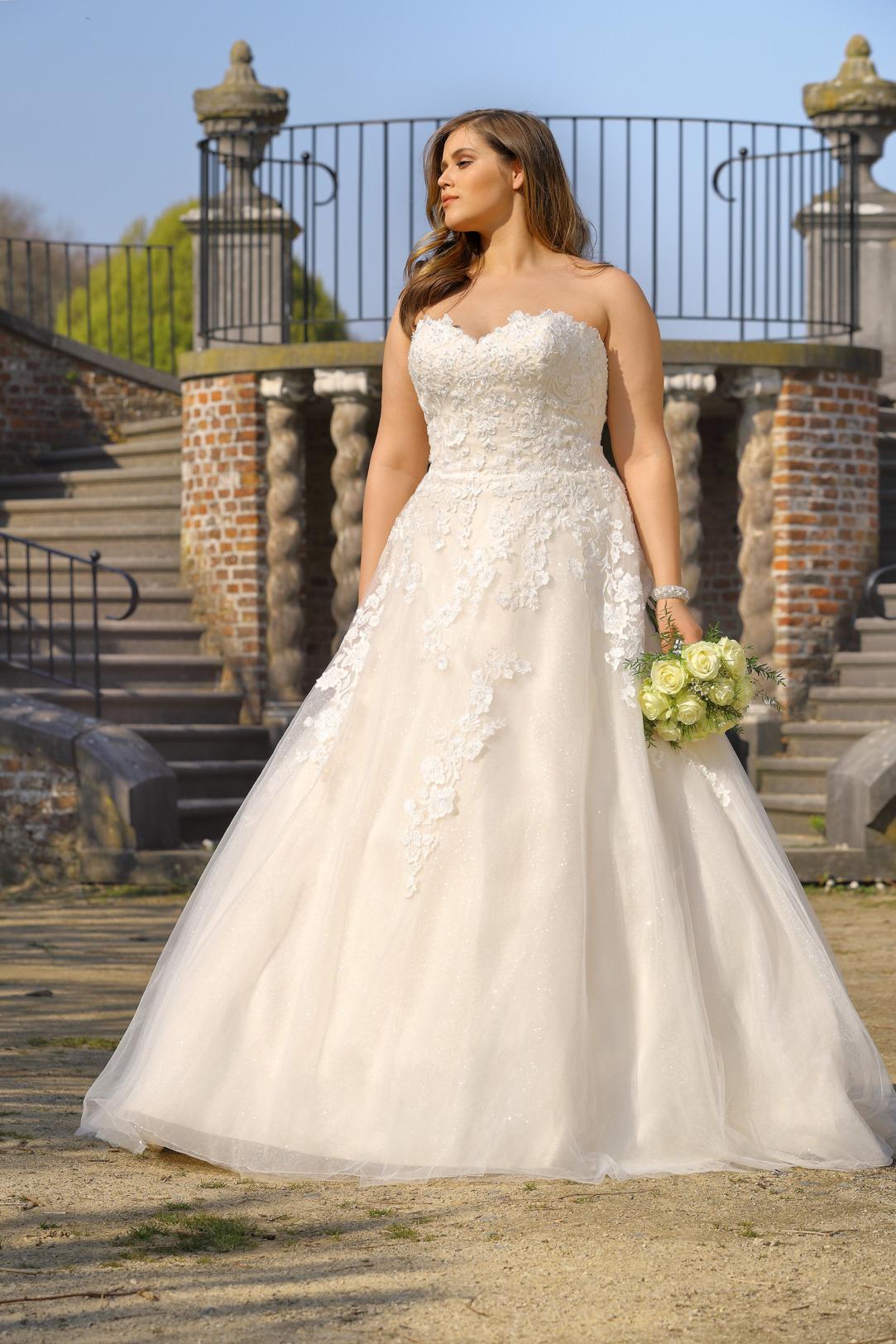 Brautkleider Hochzeitskleider Mode A Linie Ladybird Corsage trägerlos Spitze grosse Grösse plus size Rock mit Schleppe Ansicht vorne