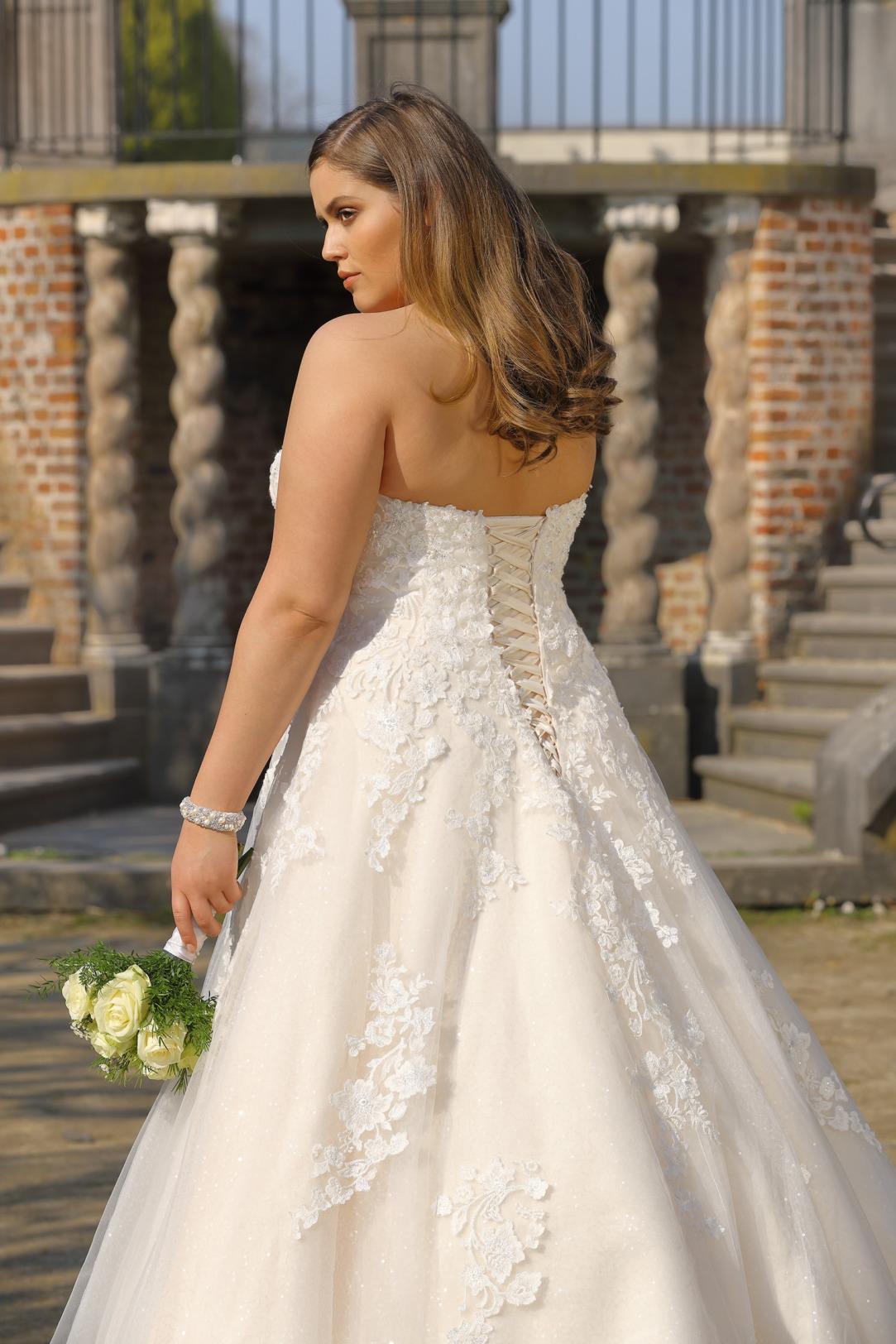 Brautkleider Hochzeitskleider Mode A Linie Ladybird Corsage trägerlos Spitze grosse Grösse plus size Rock mit Schleppe