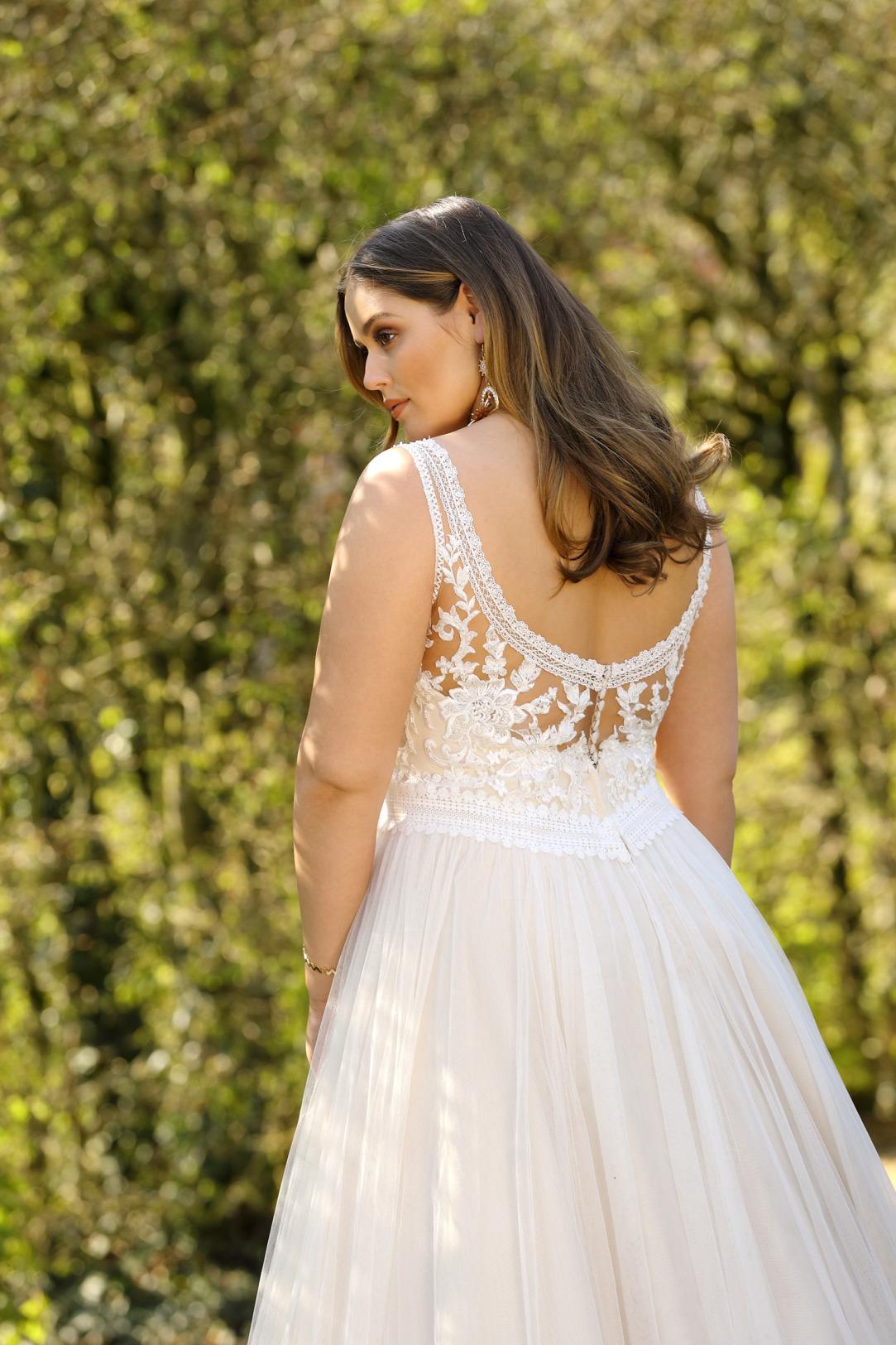 Brautkleider Hochzeitskleider Mode A Linie Ladybird mit V-Ausschnitt Spitze ohne Ärmel grosse Grösse plus size Tüllrock Vintage Look Rücken Ansicht