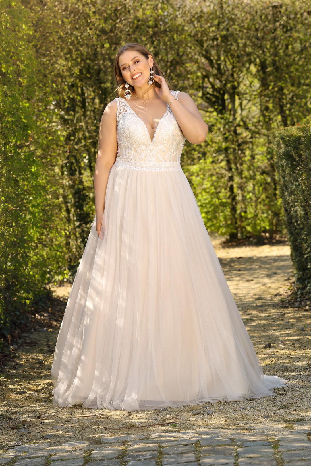 Brautkleider Hochzeitskleider Mode A Linie Ladybird mit V-Ausschnitt Spitze ohne Ärmel grosse Grösse plus size Tüllrock Vintage Look