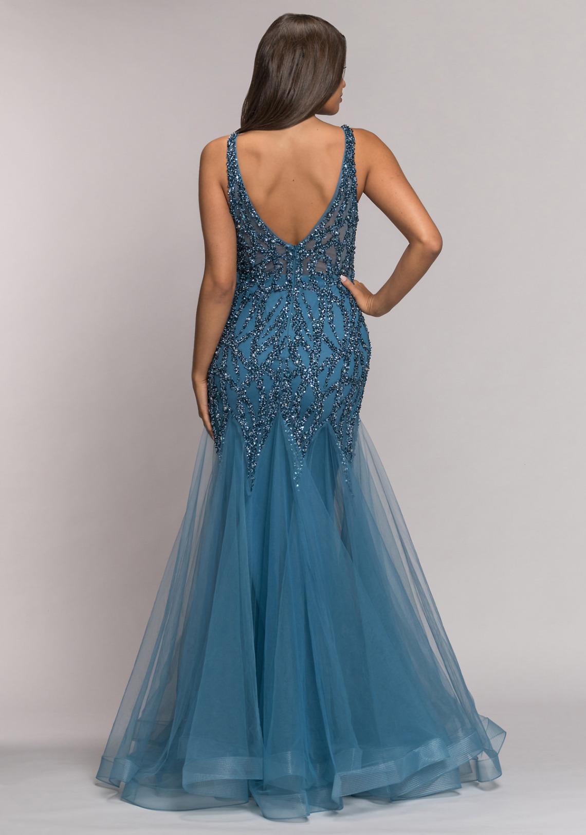 Abiball Kleid im Mermaid-Stil. Das lange Abendkleid begeistert jede Meerjungfrau Ballkleider lang schön ausgefallen V Ausschnitt glitzer jung Tüll Rock Koehlert Modell ice blue