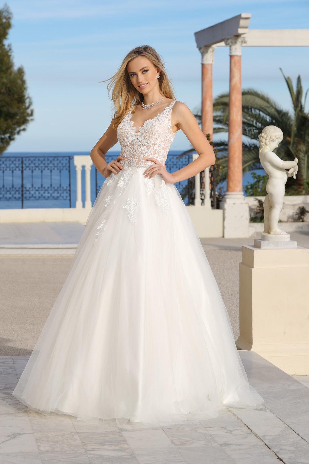 Prinzessinnen Brautkleid von Ladybird Modell 321042 mit transparenter Spitze und V Ausschnitt