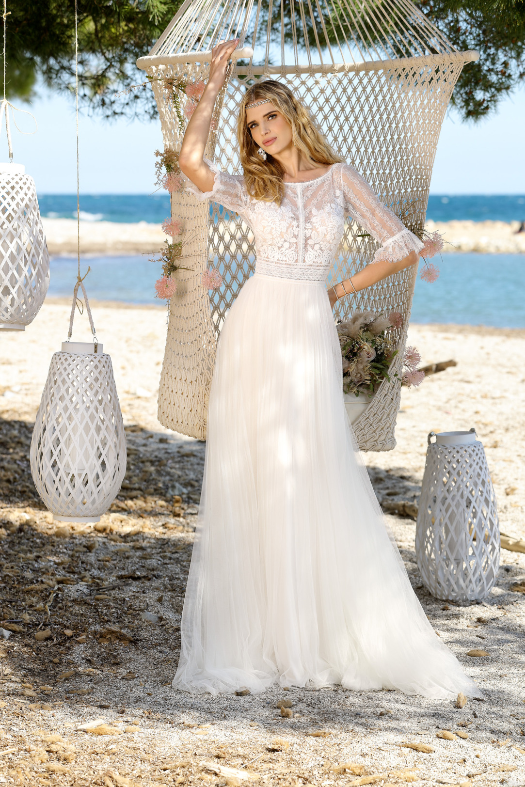 Brautkleid Hochzeitskleid im Vintage Boho Stil von Ladybird Modell 321063 mit halblangen Ärmeln feinste Spitze und rundem Ausschnitt Rock aus superleichtem Tüll
