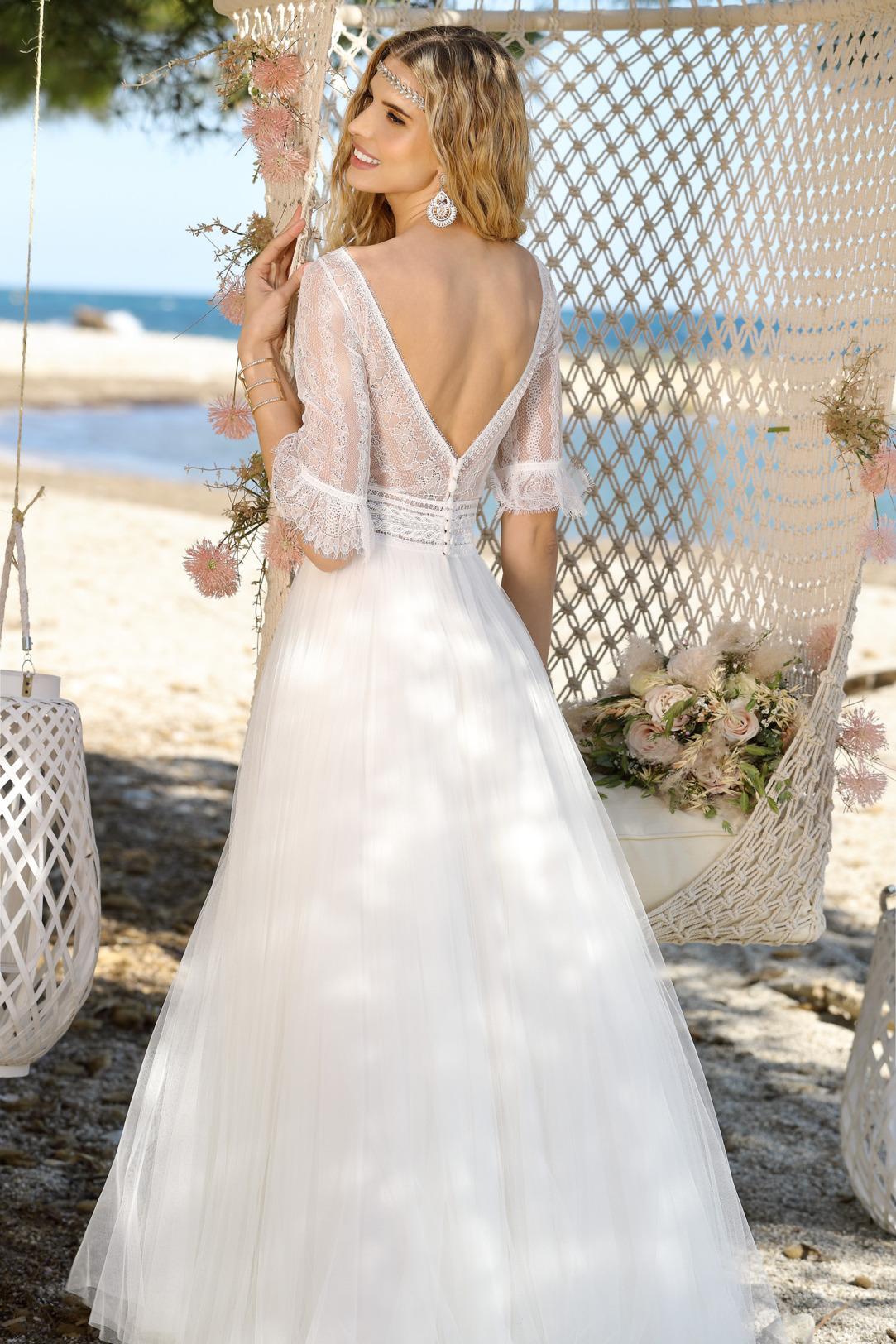 Brautkleid Hochzeitskleid im Vintage Boho Stil von Ladybird Modell 321063 mit halblangen Ärmeln feinste Spitze und rundem Ausschnitt Rock aus superleichtem Tüll Rückenausschnitt in V Form