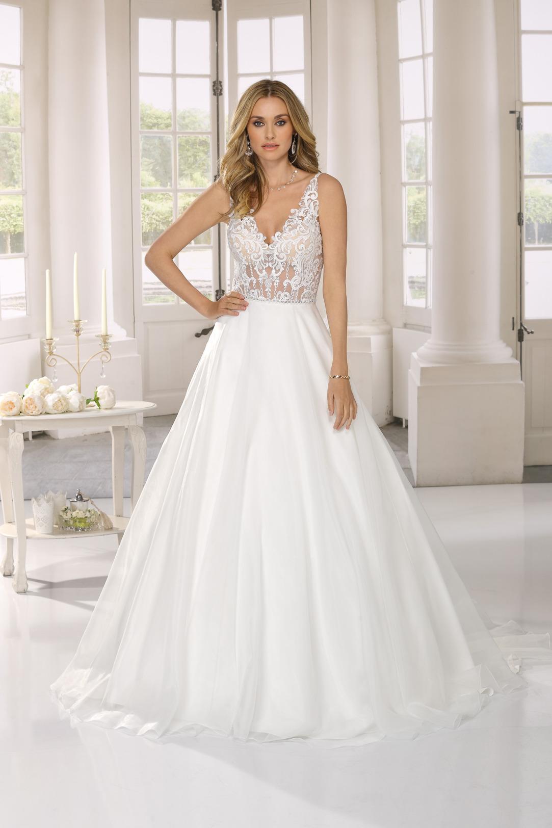Hochzeitskleid in A Linie von Ladybird Modell 321092 mit transparenter Spitze nur im Oberteil. Brautkleid in A-Linie mit V- Ausschnitt und weitem Satinrock