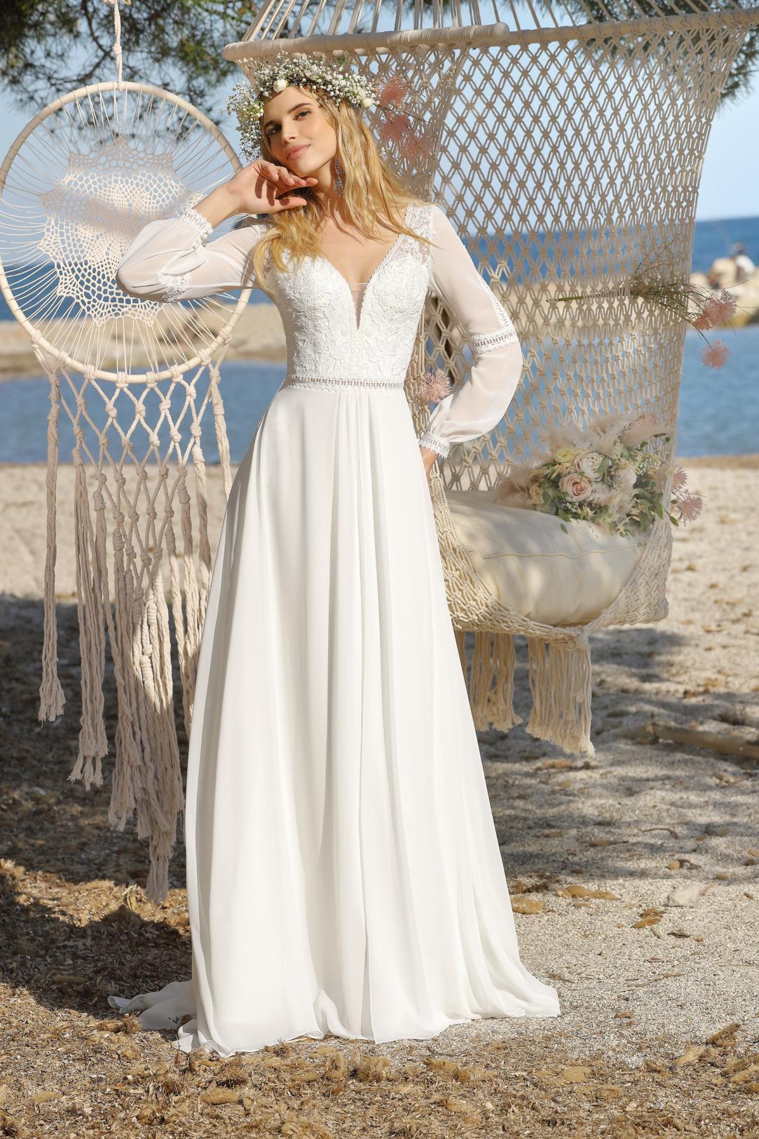 Brautkleid Hochzeitskleid im Vintage Boho Stil von Ladybird Modell 421012 mit langen Ärmeln und dezenter Spitze und V Ausschnitt