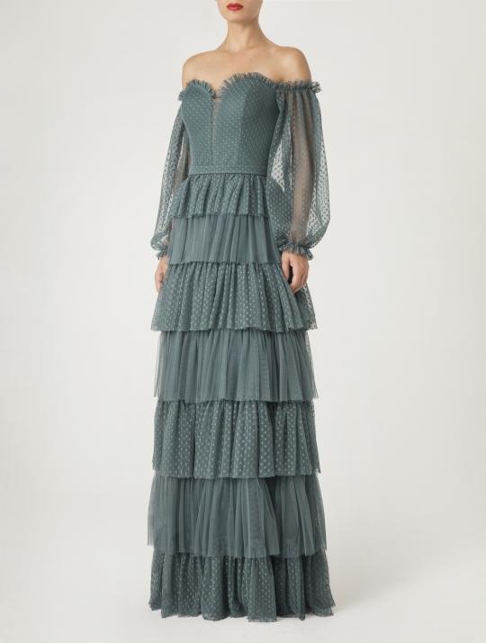 Süßes Abendkleid im Bohostil. Abiballkleid lang, schulterfrei mit langem Arm und Stufenvolants