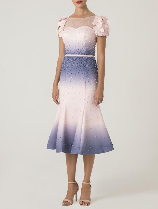 Figurbetontes kurzes Cocktailkleid für festliche Anlässe. Ideales Kleid als Hochzeitsgast, für Partys, als Brautmutter oder Trauzeugin.