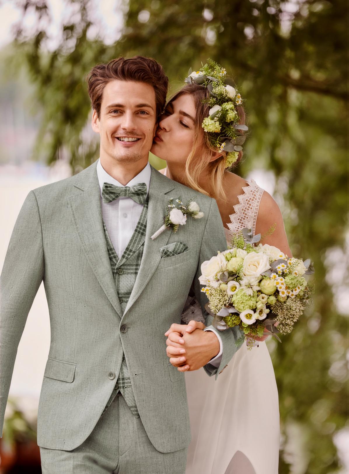 Wilvorst Atelier Torino Gala Wedding Hochzeitsanzug Männer Mode Bräutigam klassische Form hellgrün grün wil_0121_kam_at-gala-vintage-wedding-Look1_2