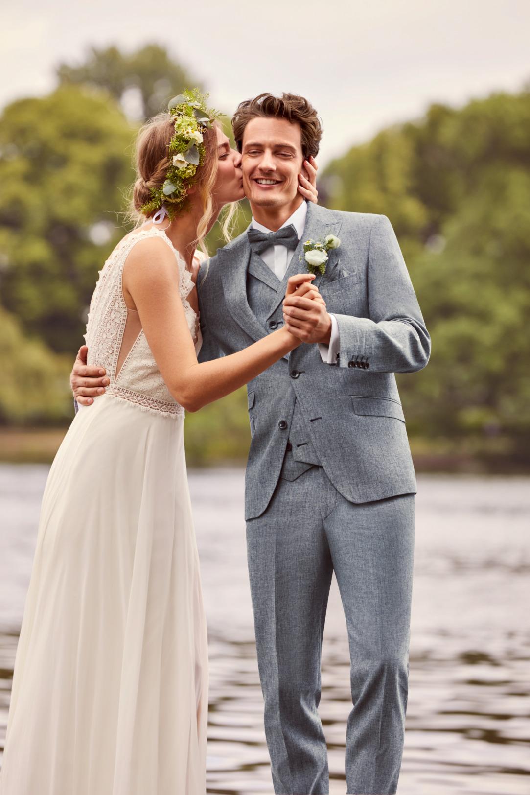 Wilvorst Atelier Torino Gala Wedding Hochzeitsanzug Männer Mode Bräutigam klassische Form grau blau wil_0121_kam_at-gala-vintage-wedding-Look2_1
