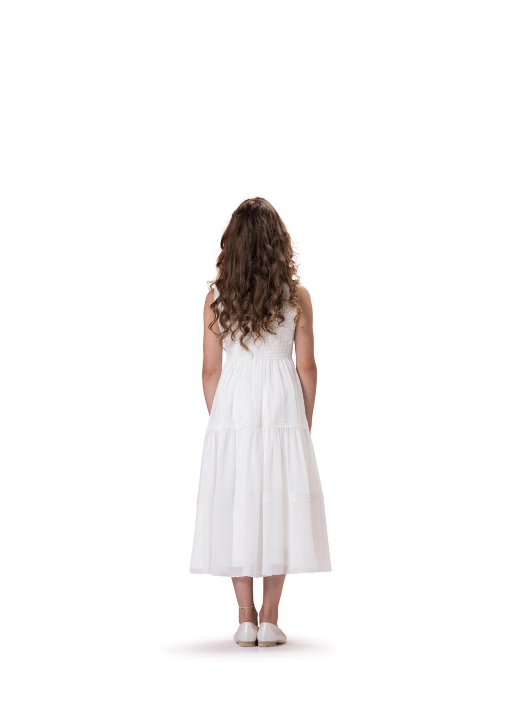 Vintage Kommunionkleid von Biancorella - Modell 520070. 7/8 langes Kleid im Vintage Look. Hochwertig verarbeitete Spitze am Oberteil kombiniert mit einem leichtem Stufenrock. Absolut trendig. Rückenansicht.