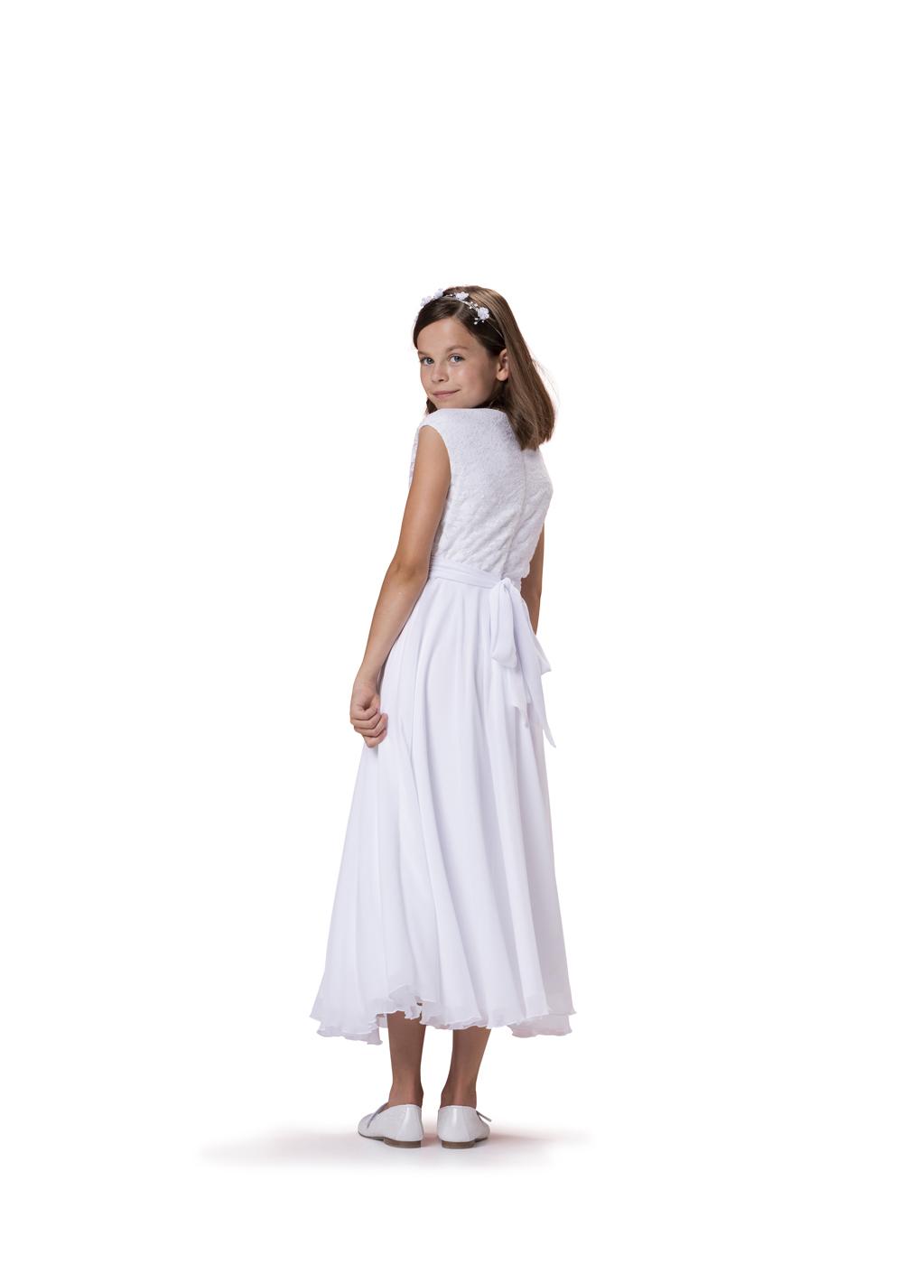Kommunionkleid mit Spitze und Chiffon  von Biancorella - Modell 520090. Klassisches Kleid mit weitem Chiffonrock und elegantem Spitzenoberteil. Rückenansicht.