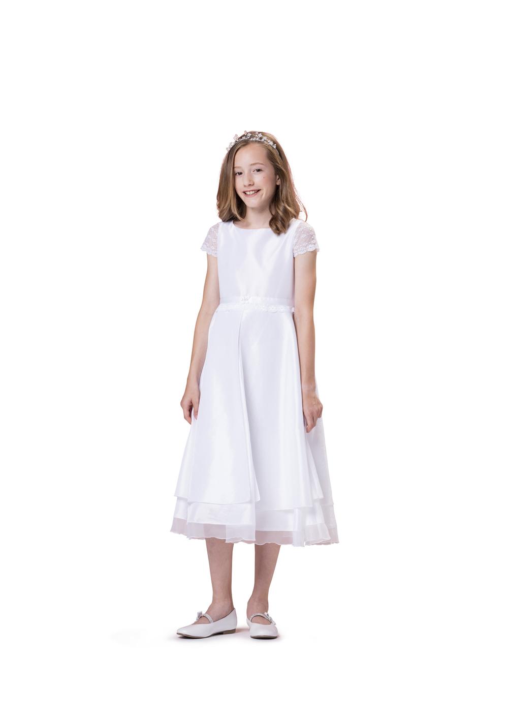 Biancorella Kommunionkleid in Satin und Spitze - Modell 554740. Klassisches Kleid mit Satinoberteil und wunderschönen Spitzenärmeln und 2 stufigem Rock.