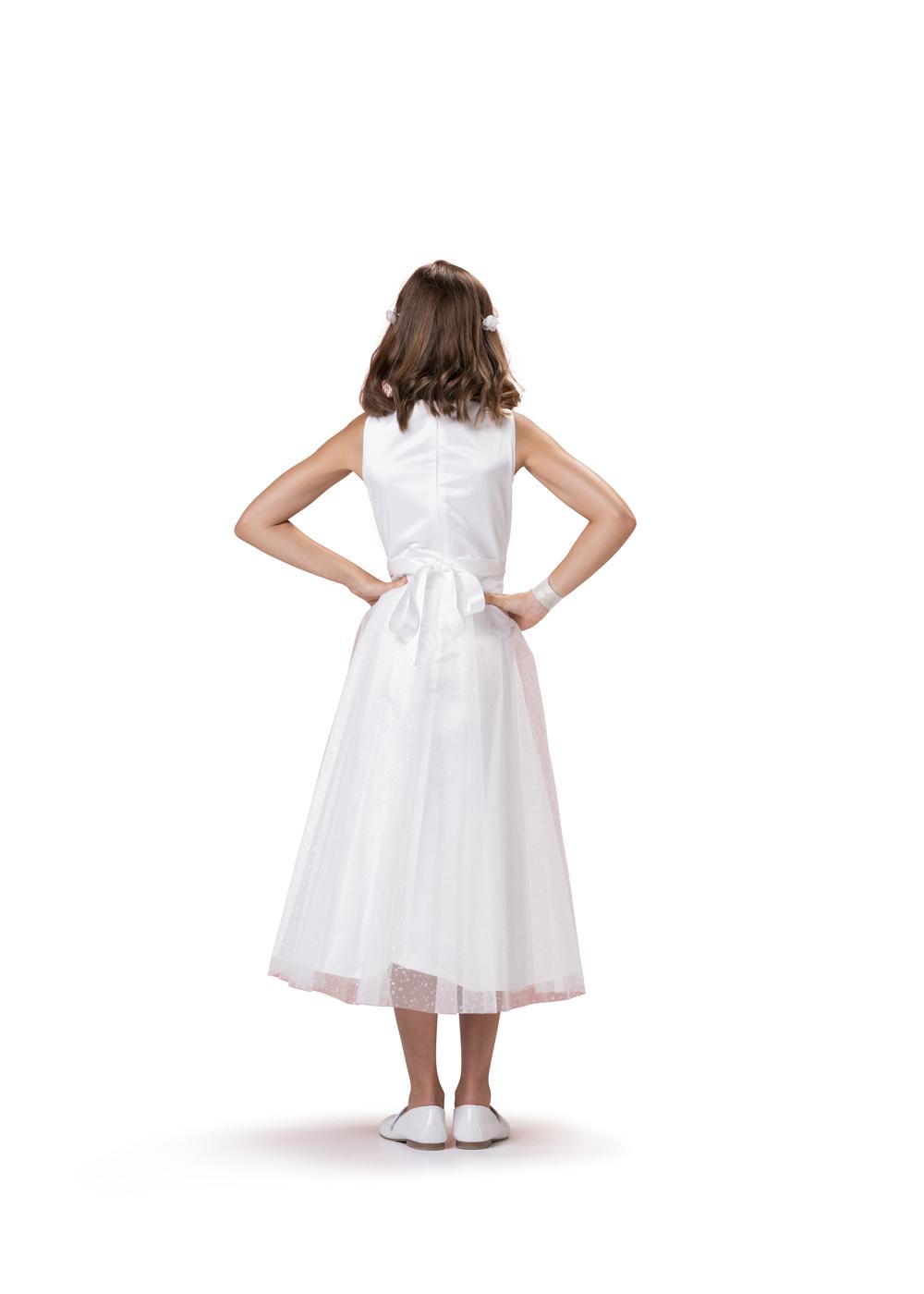 Kommunionkleid von Biancorella - Modell 554910. Modernes Prinzessinnenkleid mit Tüllrock schlichtem Oberteil. Rückenansicht.