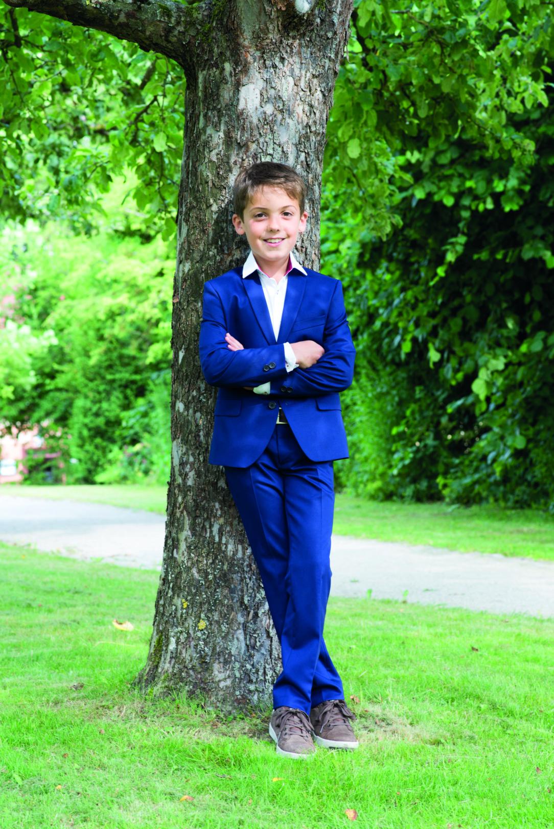 Kommunion Anzug für Jungen von Weise Junior - Modell 7217651. Auffälliger Kommunionanzug in Royalblau mit weißem Hemd.