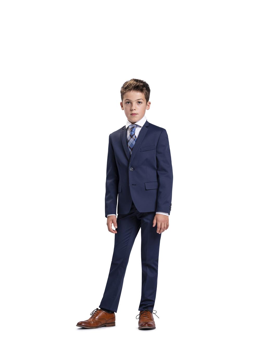 Modisch schicker Kommunionanzug für Jungen von Weise Junior - Modell 751753. Klassisch aufgemachter blauer Anzug mit braunen Lederschuhen kombiniert.