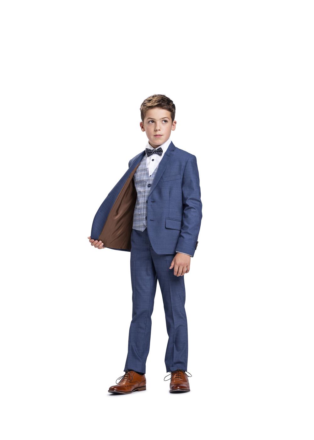 Lässig moderner Kommunionanzug für Jungen von Weise Junior - Modell 7517551. Klassisch modern und doch lässig ist der mittelblaue Anzug mit karrierter Weste.