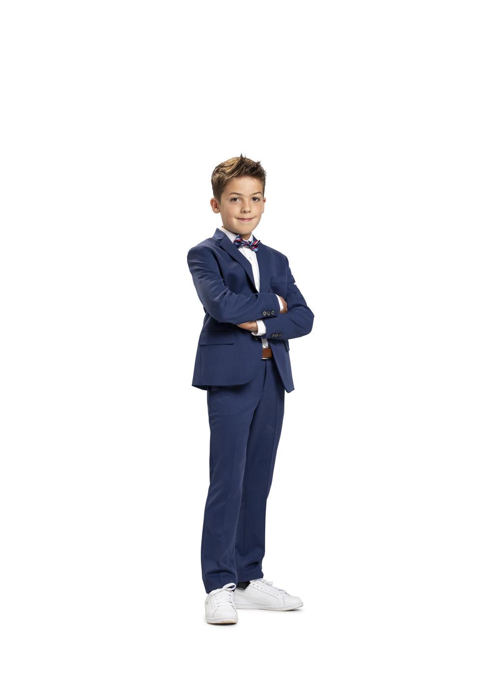 Kommunion Anzug für Jungen von Weise Junior - Modell 7517951. Top modischer und zugleich sportlicher Kommunionanzug für Jungen in mittelblau.