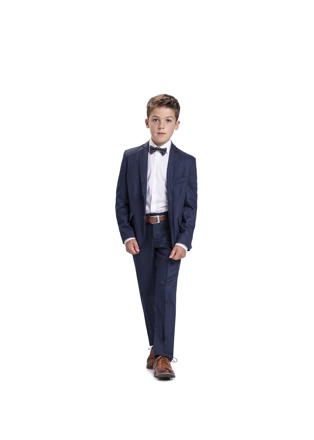 Eleganter Kommunionanzug in Dunkelblau mit passender Fliege und weißem Hemd. Kommunion Anzug für Jungen von Weise Junior - Modell.